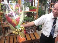 花束ご購入ありがとうございます。局長