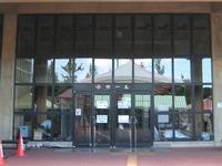 那覇市民会館中ホール入口