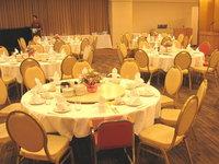 テーブル装飾用のフラワーアレンジメント