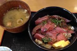 マグロ丼定食