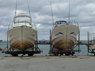 漁船と伊江島たっちゅー