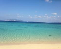 穏やかな瀬良垣の砂浜