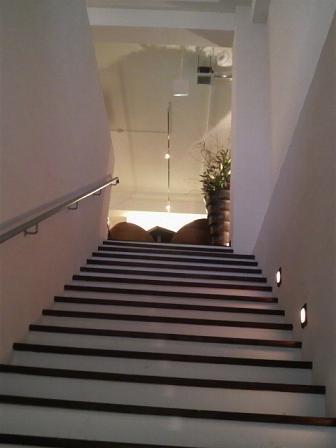 トランジットカフェ・パークサイド 階段