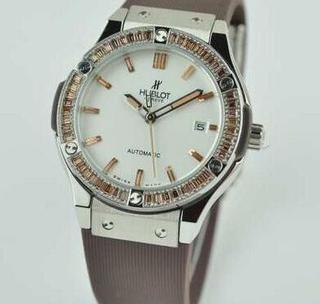 大人気の軽量で着け心地も抜群ウブロ コピー高級時計